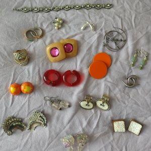 Lot of vintage jewelry